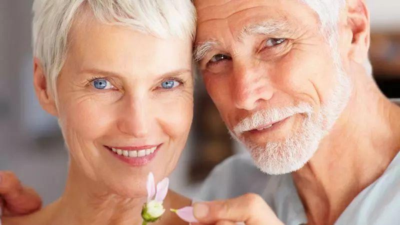 老人口干说话吃力怎么回事_口干皮肤干燥怎么回事