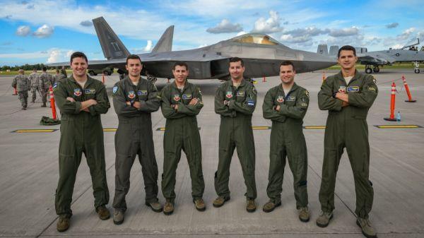 太矮了不能开飞机?美空军拟放宽飞行员最低身高要求_美国空军