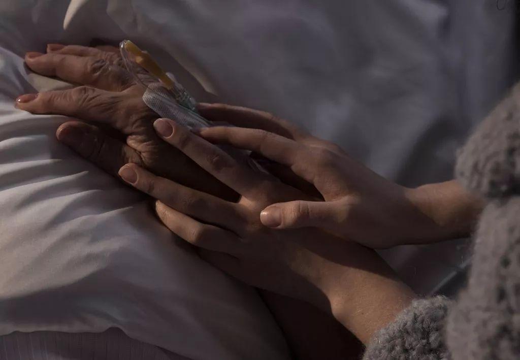 [患者很可能醒不过来,你们要不要尽早放弃?他说……]
