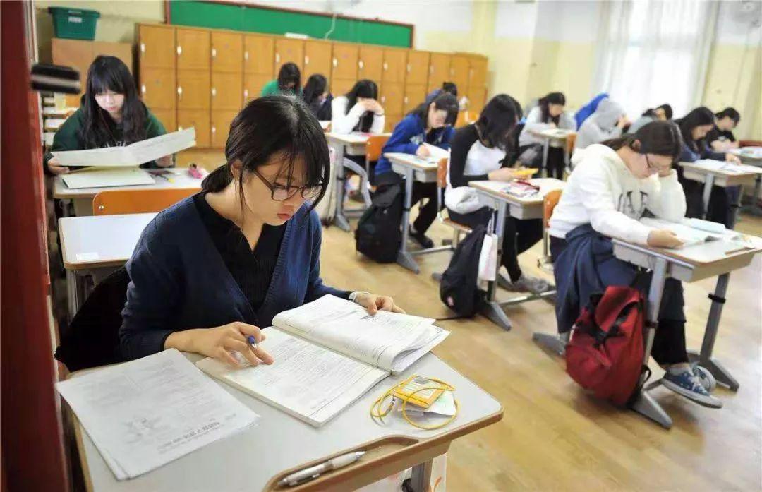 原创             韩国废除精英高中:4个年轻人1个要考公务员,博士争当环卫工人