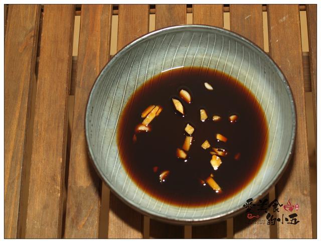 降温了,煮一碗酸辣开胃的面汤,虽然简单,但味道却出奇的好