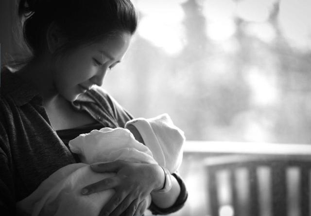 产后抑郁不容忽视,月嫂整理几要点可助妈妈调节心情!