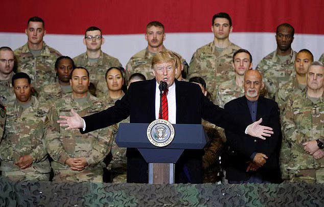 特朗普感恩節突訪阿富汗勞軍,餓肚子為美軍士兵端盤送上火雞大餐