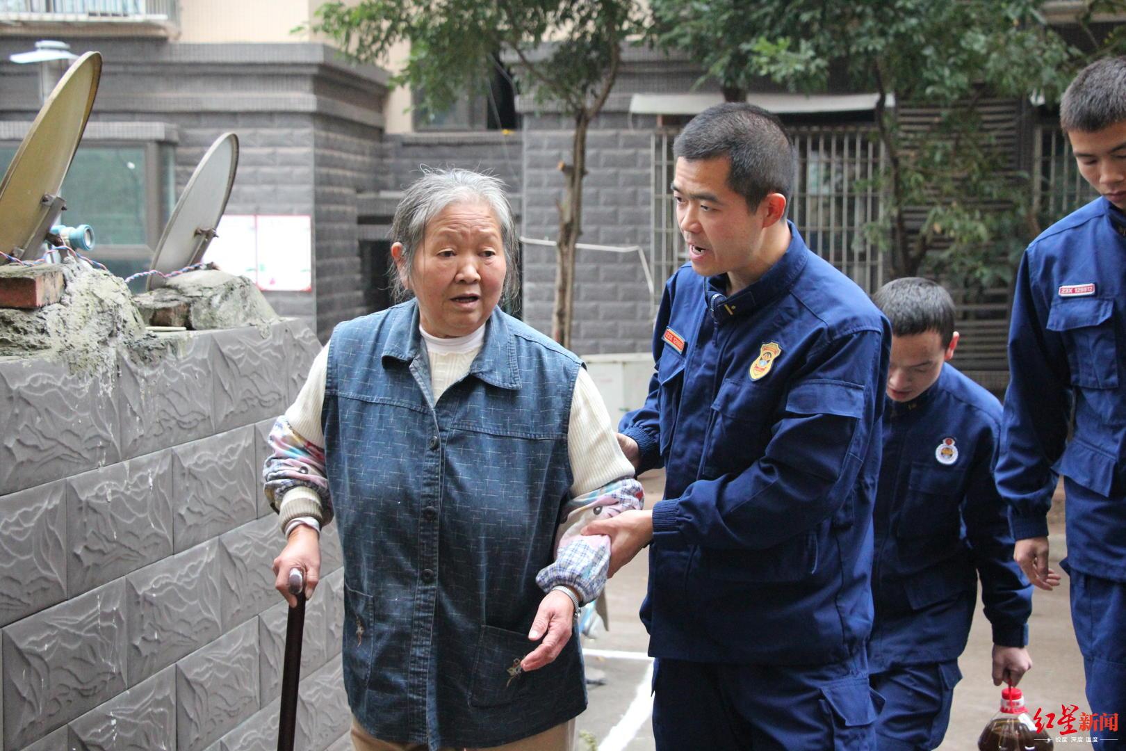 中国梦我的梦手抄报内容68岁奶奶耗时1年绣鞋垫