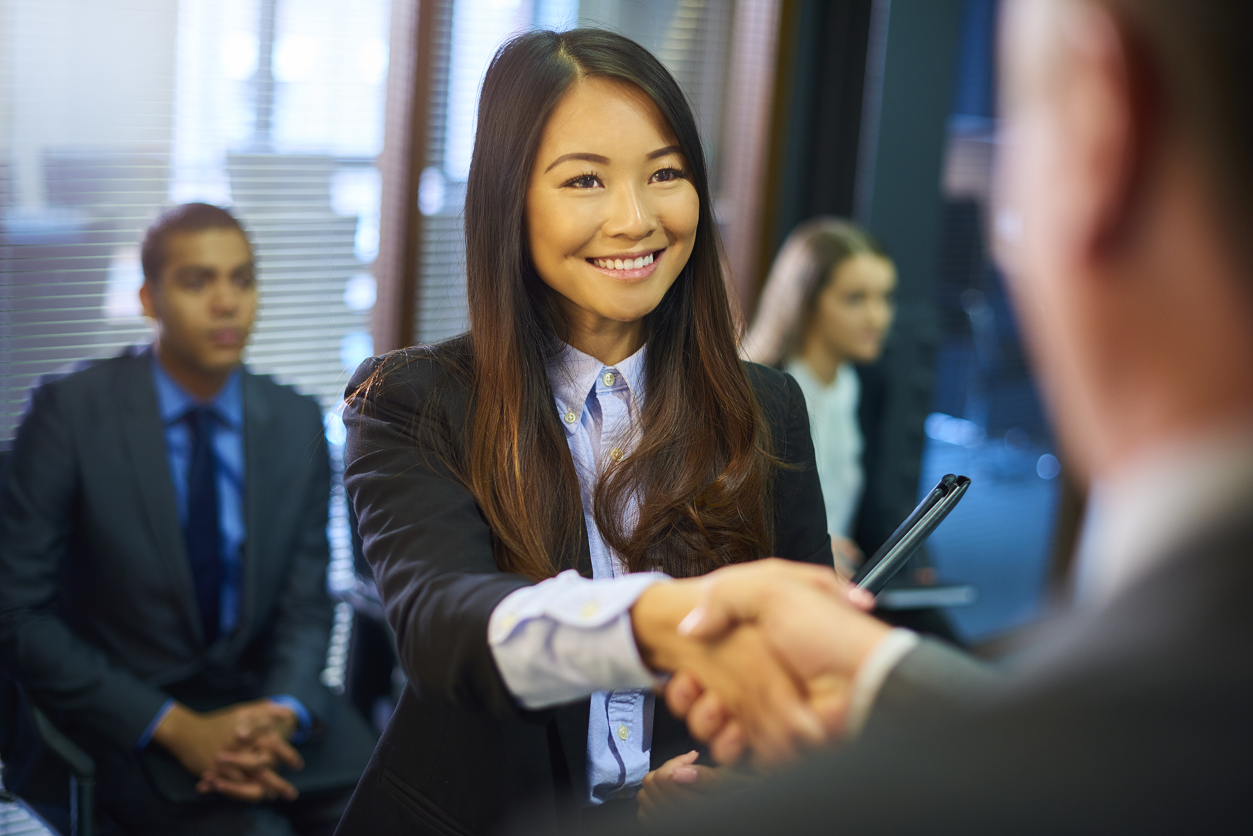 <b>近八成理工科海归毕业前开始求职,求职渠道以</b>