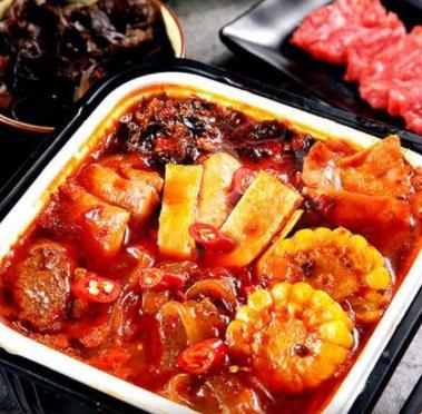 自热小火锅有肉有菜,能多吃吗?营养师:高油高盐,缺乏绿叶菜_
