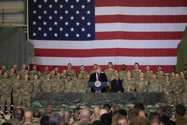 """特朗普感恩节突访驻阿富汗美军基地,为保密发推特""""掩护""""_白宫"""