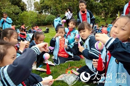 南宁市良庆区那黄小学组织研学旅行千人活动