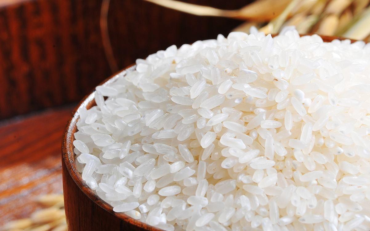 大米发黄就不能吃了?那只是说发霉变黄的大米