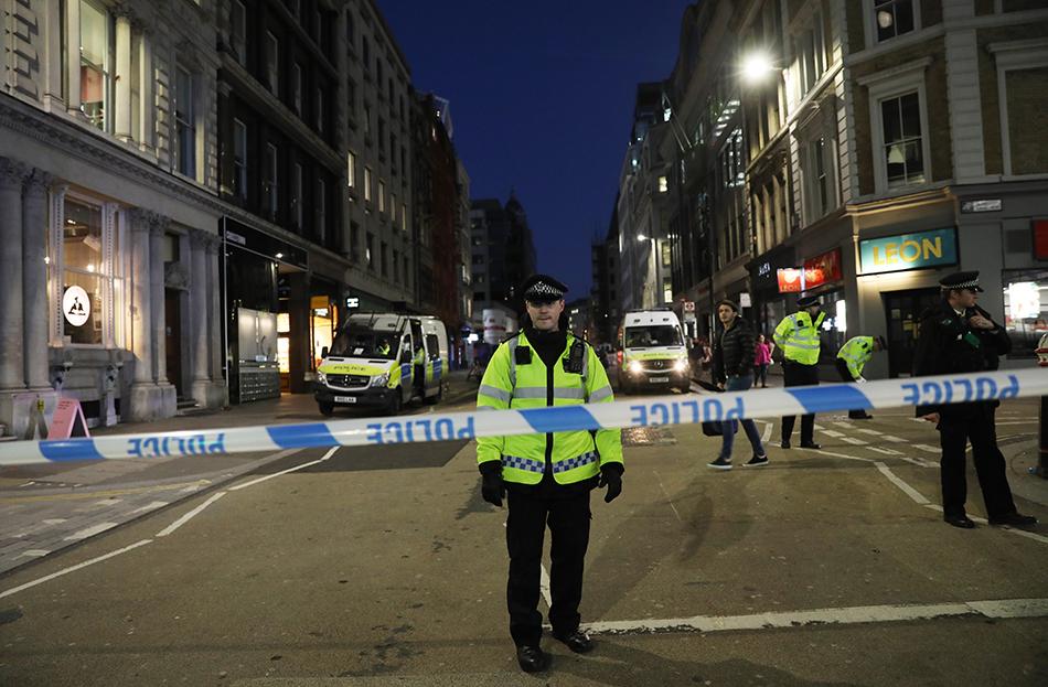 倫敦橋恐襲案細節還原:路人勇敢制止扭打一團,警方擊斃嫌犯