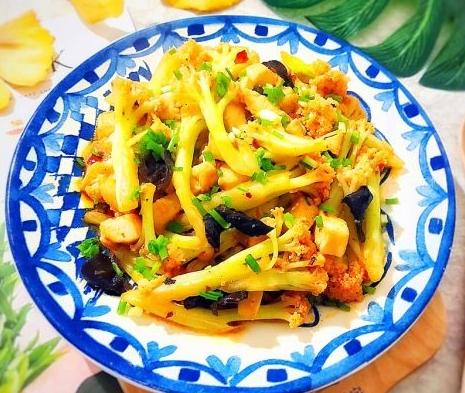 厨师长教你:辣炒鸡肉花菜的正宗做法,味道很赞,先收藏了!_