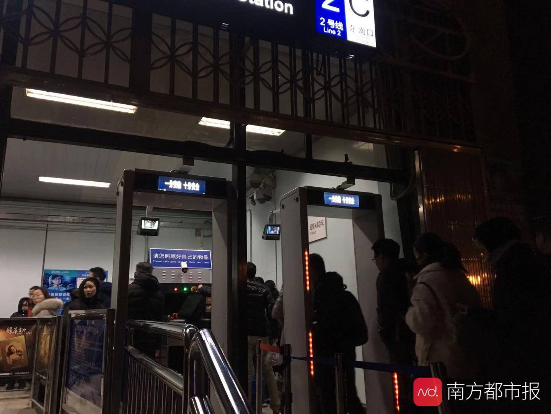 北京地鐵阜成門站測試刷臉過安檢 有地鐵進食等失信記錄者禁用_App