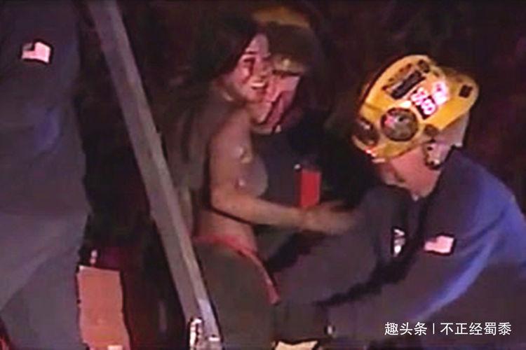 原创哈哈哈!17岁少女晚归怕被父母发现,从烟囱偷溜进家被卡