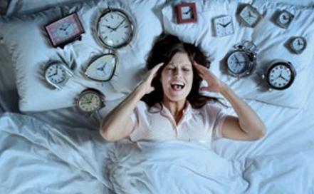 吃褪黑素能对抗失眠?慎重,吃多了当心激素分泌紊乱,后果更严重_
