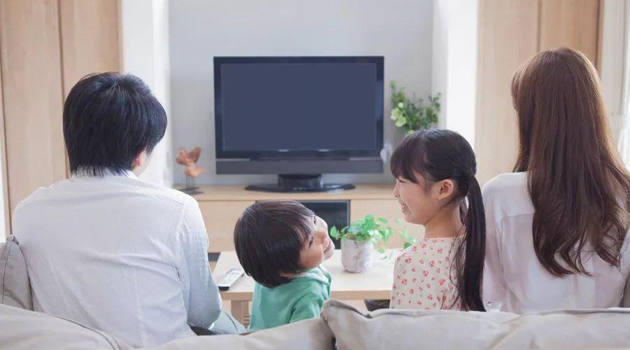 [没错,我就是那个让孩子看电视的妈妈]