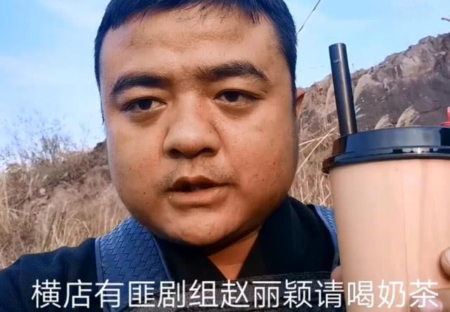 赵丽颖拍有翡不但敬业还很有爱,请上百位群演喝红牛饮奶茶 作者: 来源:金牌娱乐