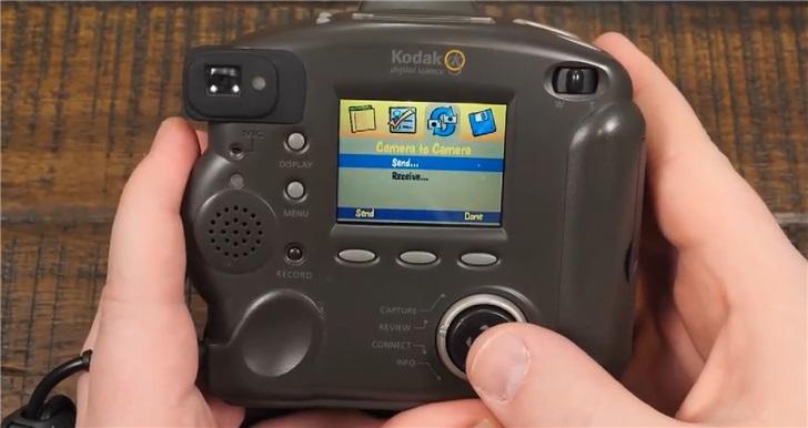 继ATM打游戏后,外国高玩又将眼光投向了1998年的老相机_约翰·卡马克