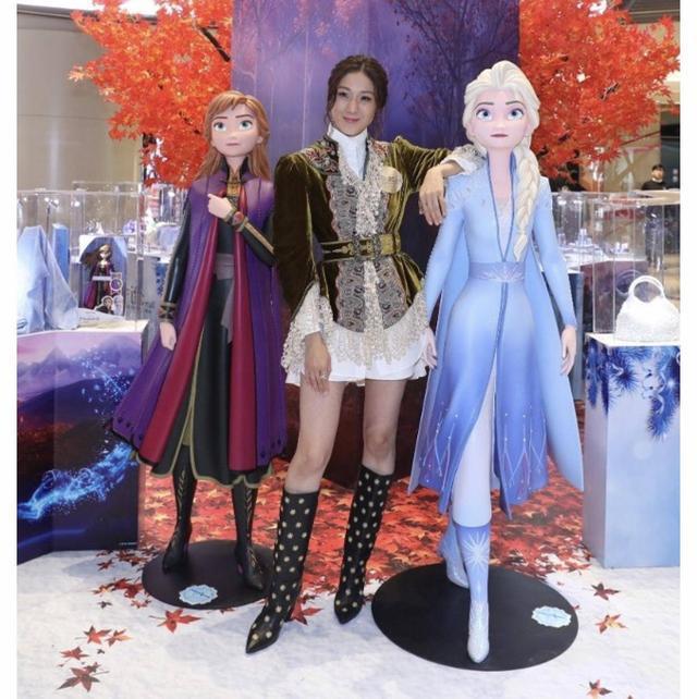 TVB前一线花旦公主造型亮相活动 三年抱两直言家庭工作难两全