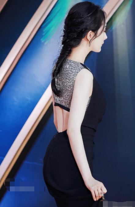 杨幂电影节礼服是过季款,佟丽娅热巴早穿过,她下台直奔机场离开 作者: 来源:芒果捞娱乐学妹