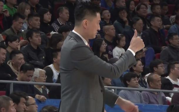 0投5分后,书豪随即被队友打蒙!但杜锋朝阿联竖大拇指后,也蒙了_北京