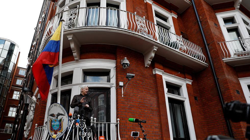 """西班牙安保公司被控监视阿桑奇 给美国情报机构""""送信""""_莫拉莱斯"""