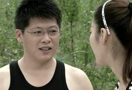 """""""谢永强""""娇妻曝光,肤白貌美大长腿,一点不输""""王小蒙""""_贺树峰"""