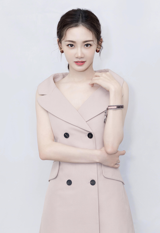 同样是冯小刚电影的女主角,苗苗怎么选择了拍这种电视剧?_钟楚曦