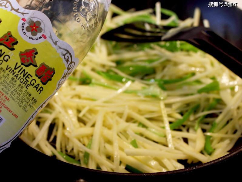 炒土豆丝直接下锅,大错特错,多加1步,脆爽不软塌