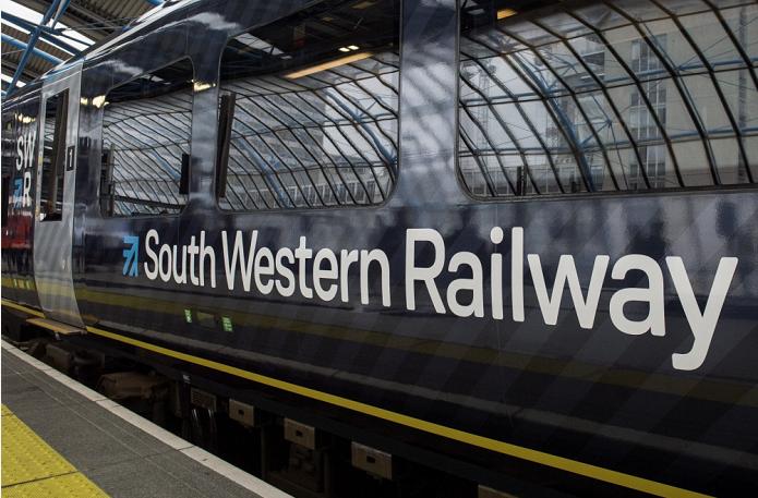 英国西南铁路公司进行27天罢工