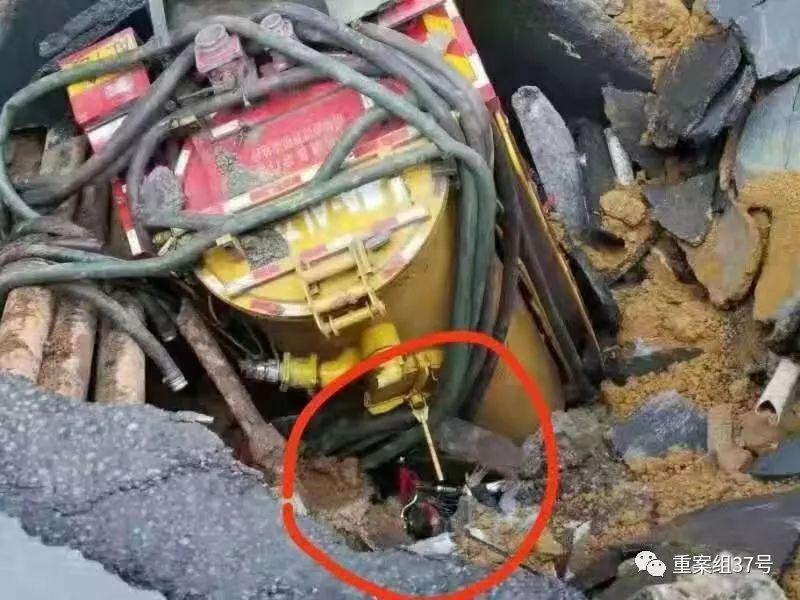 广州地陷3人被困:家属曾目睹坑洞扩大,车辆深