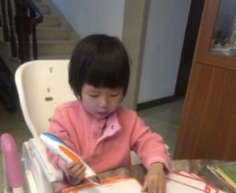 妈妈随手给女儿布置的作业,女儿很自觉地学了起来,网友:学霸!