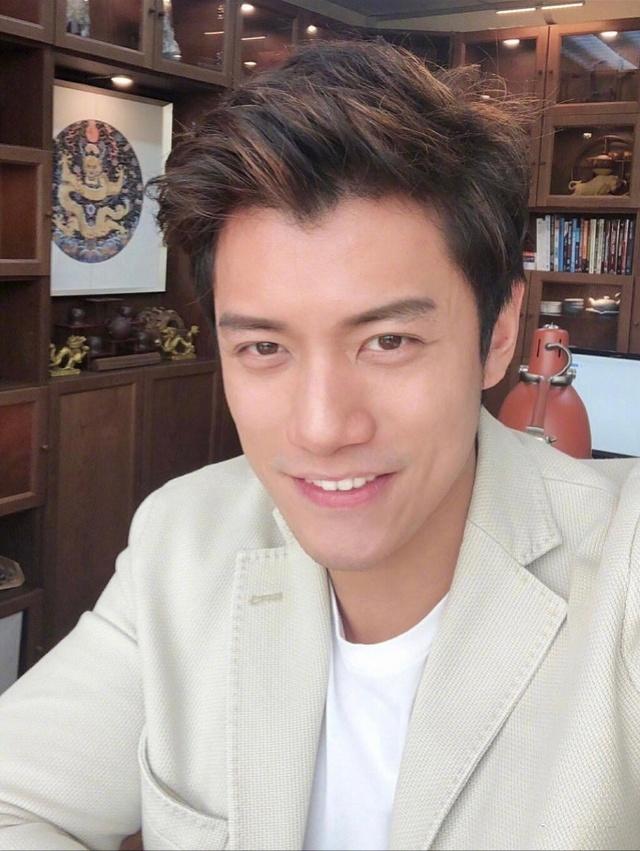 """40岁的陈乔恩确认与艾伦的恋情:录节目""""就是来恋爱的"""""""