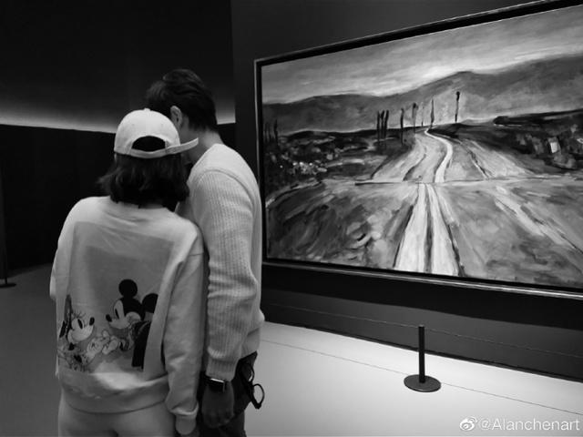 """陈乔恩男友回应点赞网红:""""我是一个普通人""""_艾伦"""