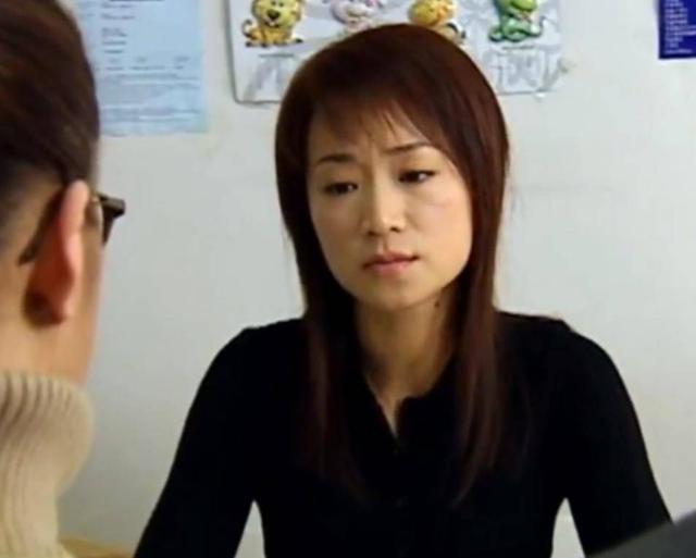53岁TVB绿叶曾与刘德华饰演夫妻 与男友恋爱30年至今未结婚生子