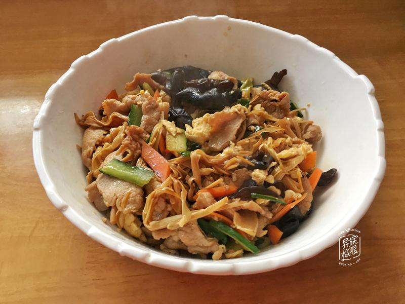 炒木须肉时,肉是先放还是后放做错一步,肉不嫩,菜不香