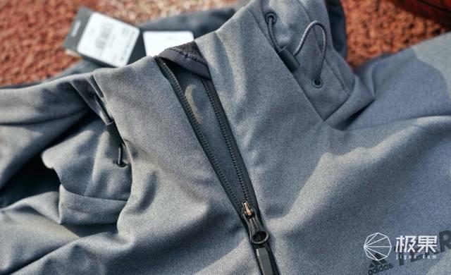 户外服饰的颜值担当,adidas TERREX连帽夹克外套
