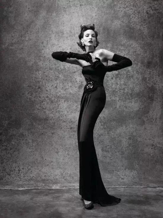 一双惊艳时光的腿曾是吉尼斯全世界腿最长模特_娜嘉·奥尔曼