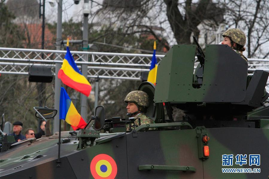 罗马尼亚举行国庆阅兵式<_中欧新闻_欧洲中文网
