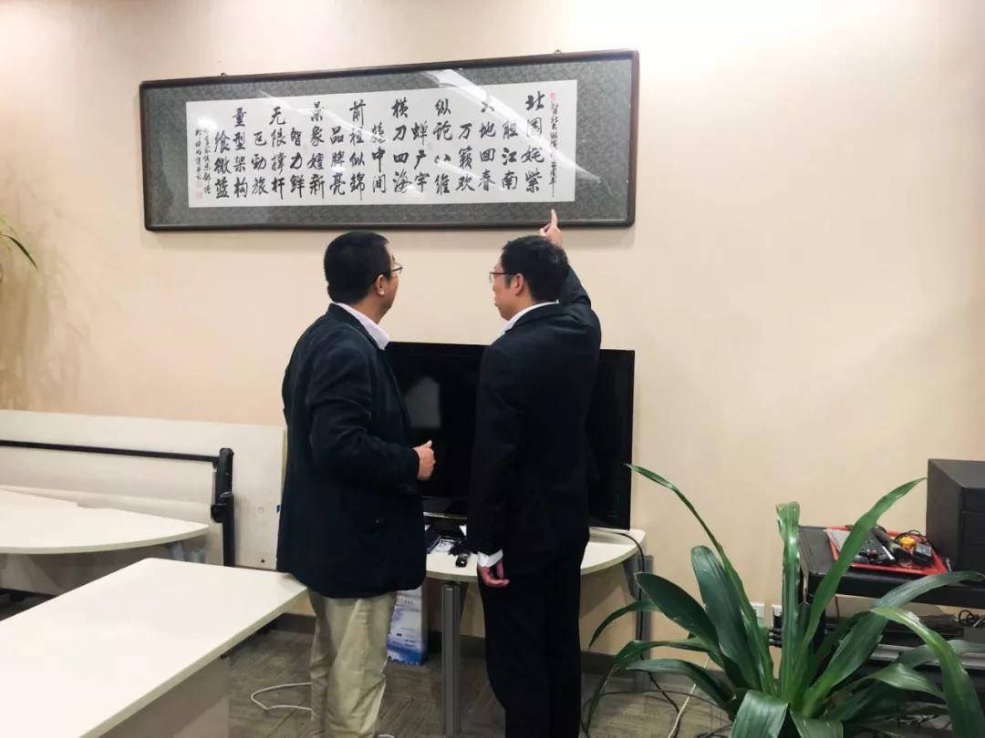 纵横集团董事长_国岳集团董事长图片