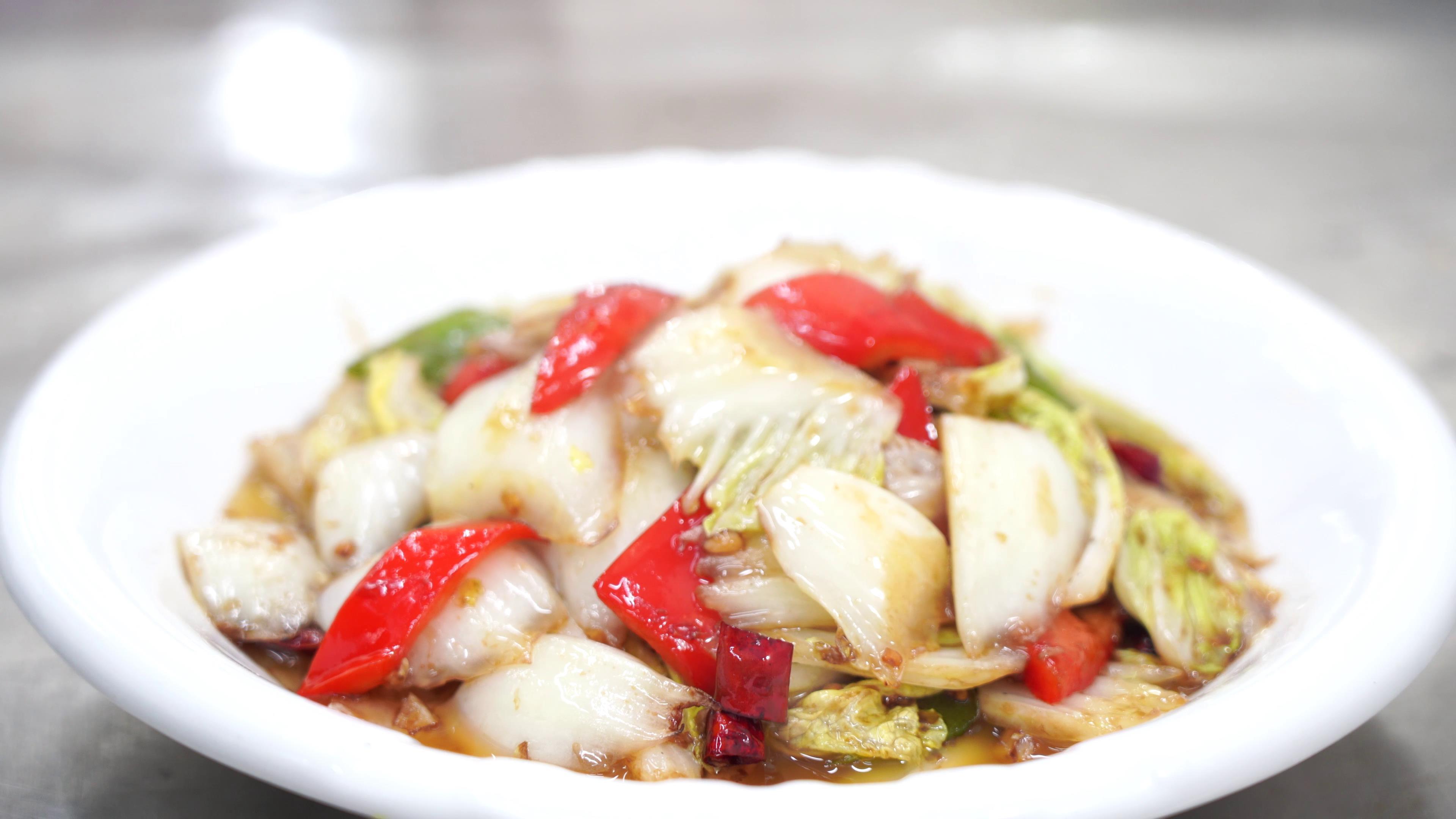 """原创            厨师长教你:""""酸辣大白菜""""的家常做法,酸辣又开胃,收藏了"""