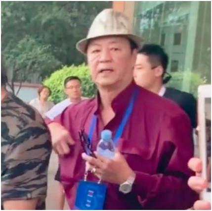 演了44年硬汉,功夫不输李小龙,如今73岁还给赵本山跑龙套?