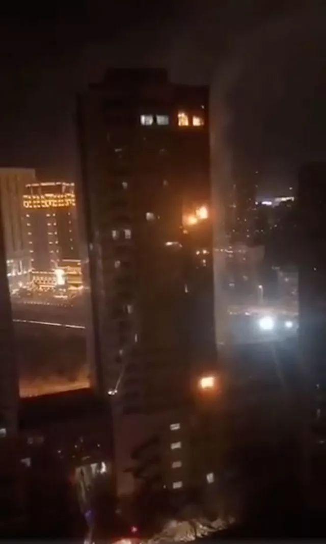 沈阳突发大火直窜25层,现场一幕让网友怒了
