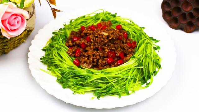 豌豆苗如何做才好吃?大厨教你做一道家常做法,好看又好吃