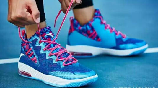 高帮鞋带怎么系才好看高帮篮球鞋怎么系鞋带