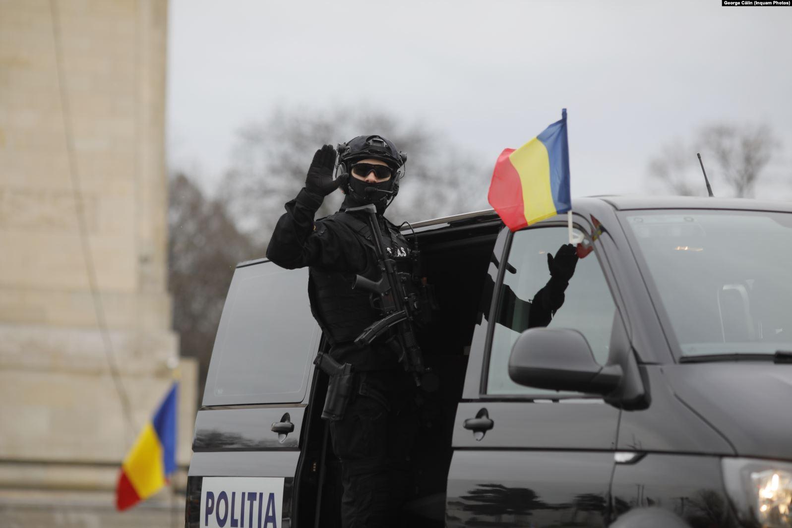 罗马尼亚举行年度阅兵受阅女兵亮眼_中欧新闻_欧洲中文网