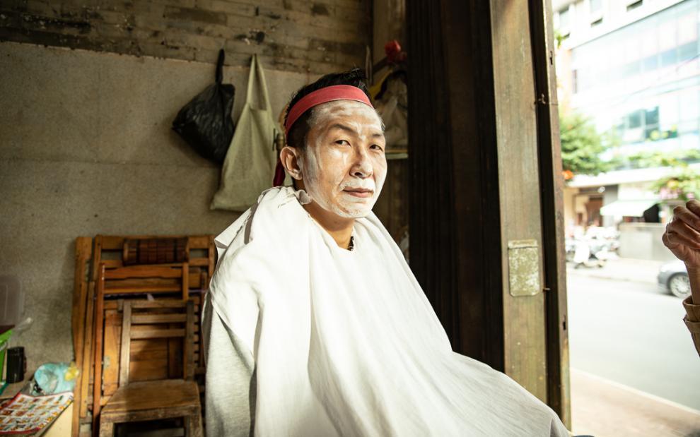 旅行到南宁街头,体验一回壮族修容,拔掉脸上汗毛只要15元