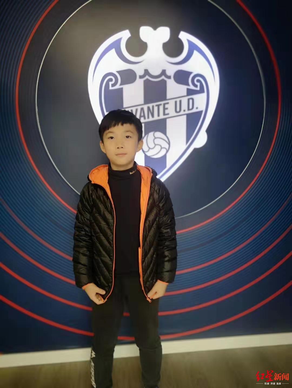 9岁成都足球小将留学西班牙 父亲关闭公司前往陪伴_中欧新闻_欧洲中文网