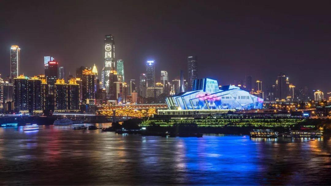 蔡家成表示,城市夜间旅游开发是夜经济发展的先锋和重要布局,也是中国城市夜间经济发展的核心.