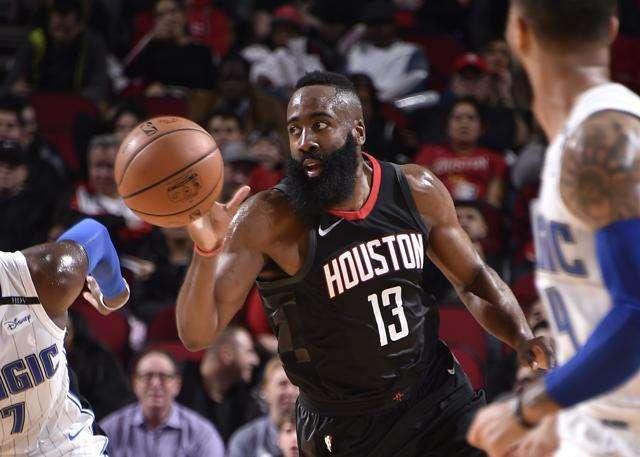 「篮球过人技巧」现役十大巨星最强数据:哈登60+超级三双,浓眉5