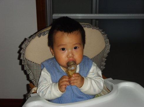娃还不到3岁,必须管好嘴,儿科医生:3种食物孩子越吃脾越虚